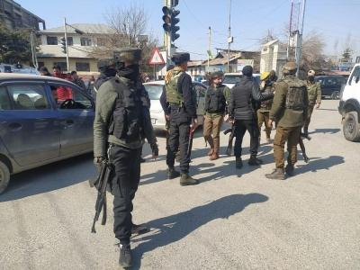 2 cops killed in LeT attack in Srinagar, terrorists identified (2nd Ld)