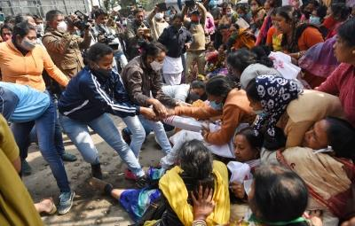 Para teachers demand equal pay, protest in front of Bengal Assembly