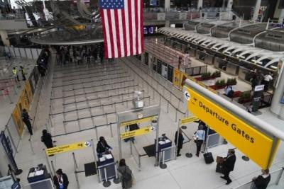 US air travel at highest level in nearly a year