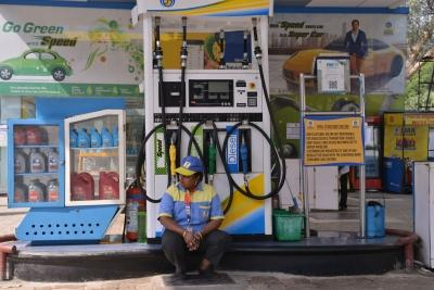 Oil cos keep steepest rise for weekend; fuel prices shoot up to 40 paise/litre