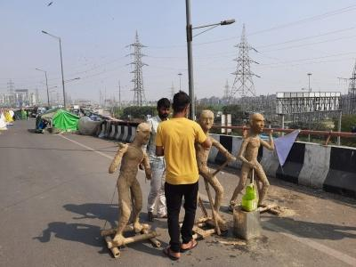 Sculptor cycled for 17 days to Ghazipur border to support farmers