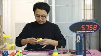 Meet this Chinese man with world's 'fastest hands'