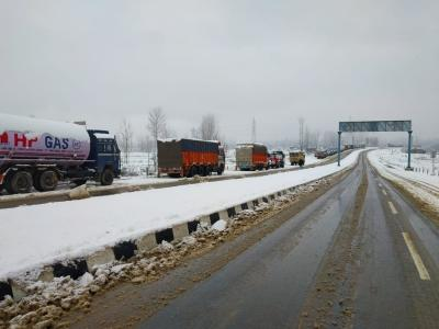 Jammu-Srinagar Highway to open for stranded vehicles on Tuesday
