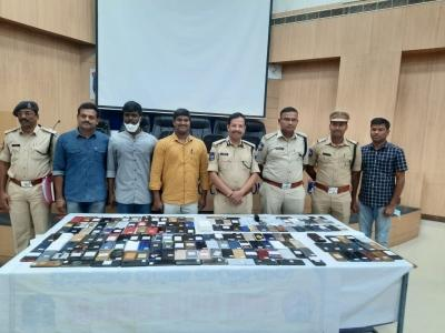 Hyd police return 200 lost cellphones to rightful owners