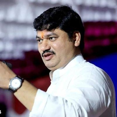 Woman withdraws #MeToo complaint against Maha Minister