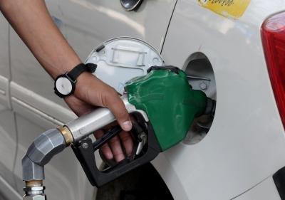 Petrol, diesel prices unchanged though crude rate remains firm